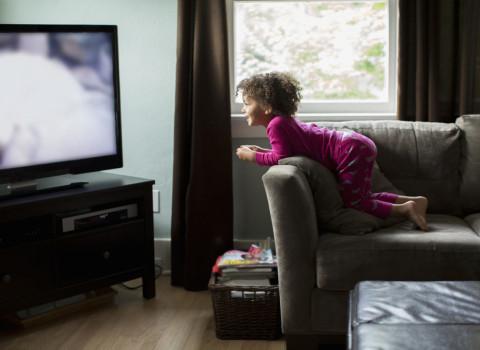 Cara Menangani Anak Yang Suka Tengok Kartun Di TV, Ipad Dan Tablet